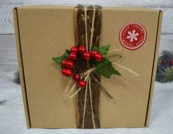 Коробка бурая с ягодами