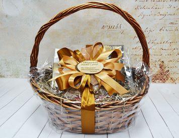 Подарочная Корзина На день Рождения с гравировкой из чая, меда, орехов