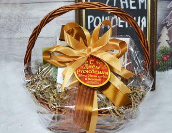 """Подарочная корзина с чаем и орехами """"На день рождения"""""""