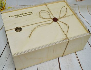 Подарочный набор на день рождения в деревянном ящике с гравировкой