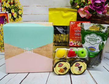 """Подарок для женщины """"Будь счастливой"""" с кофе, чаем и сладостями"""