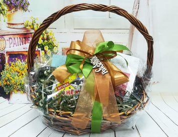 Подарок на День рождения подарочная корзина с кружкой