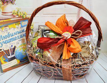 Подарок учителям Подарочная Корзина с кружкой, чаем и кофе