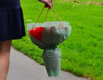 Сумочка из фетра для переноски букета