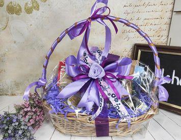 """Корзина подарочная для женщин """"Сиреневые цветы"""""""