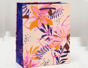Пакет подарочный Цветы 18х22х10 см.