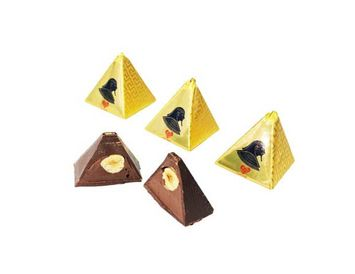 Конфета тёмный шоколад с ореховой пастой и цельным фундуком 1 шт.