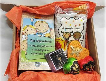 Подарок сотрудникам детского сада
