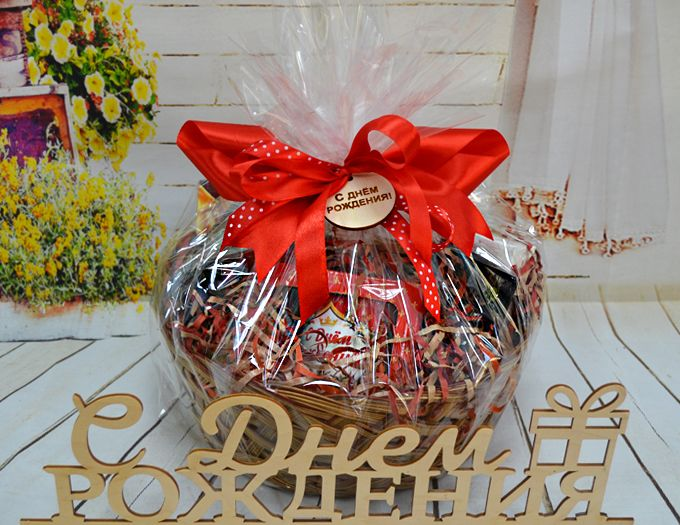 Подарок на День Рождения Подарочная Корзина без ручки с кружкой Happy Bday