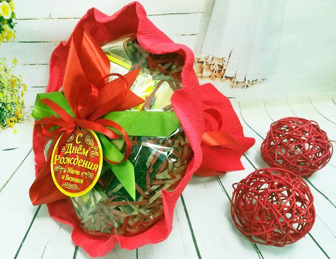 """Подарок на день рождения женщине букет из чая """"С днем рождения"""" с магнитной медалью"""