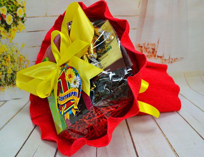 """Подарок учителю букет из чая и конфет """"Школьная пора"""""""