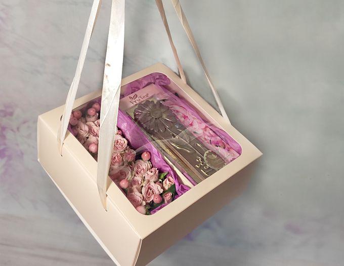 Подарок на 8 марта Комбо с цветами