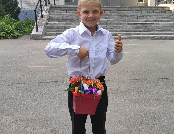 """Композиция с цветами на 1 сентября  """"Конфетка"""""""